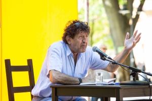 Hauptpodium im Schlossgarten Copyright: Erlanger Poetenfest – Foto: Georg Pöhlein, 2015 Lesung Robert Schindel